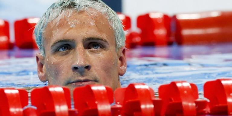Zwemmers VS beschadigen benzinestation