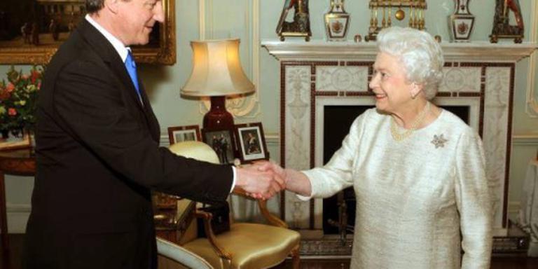 Elizabeth krijgt dertiende premier