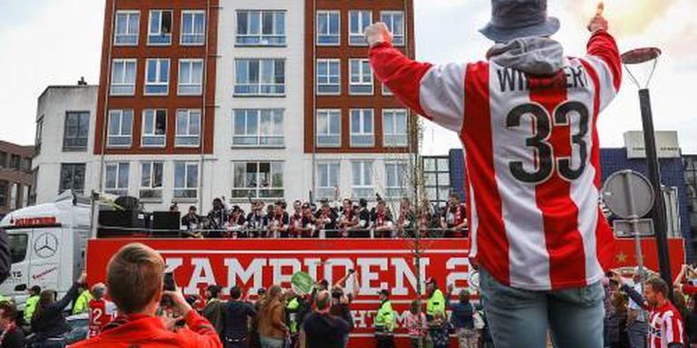 PSV toert op platte kar door Eindhoven