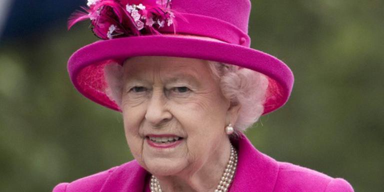 'Queen' maant tot kalmte