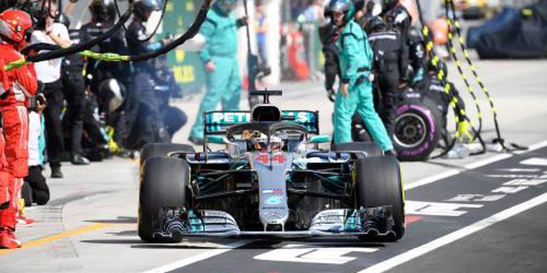 Hamilton soeverein naar zege GP Hongarije