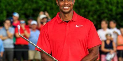 Woods bekroont rentree met tachtigste titel