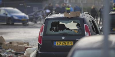 Eerste auto's weggesleept na explosie