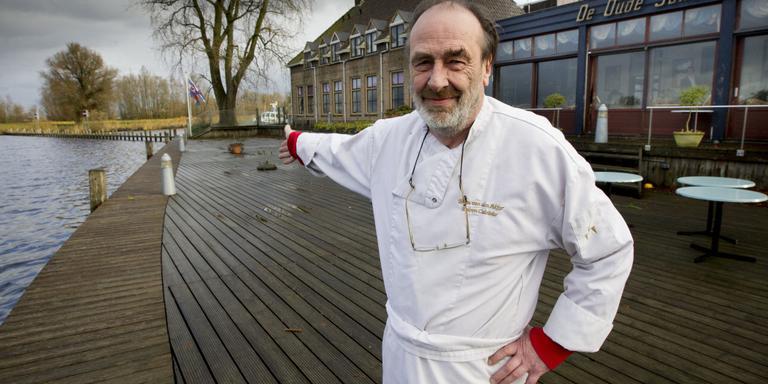 Eigenaar Bram van den Akker voor hotel-restaurant De Oude Schouw dat gedwongen geveild wordt. FOTO LC.