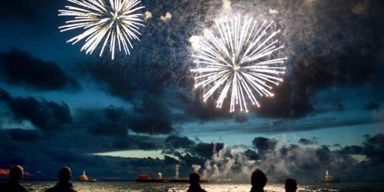 Acht vuurwerkshows op de Noordzee