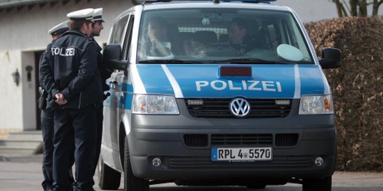 Vlucht eindigt tegen politiebureau