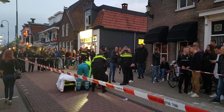 Op de Noordkade in Drachten verloor een minderjarige Drachtster het bewustzijn. FOTO DE VRIES MEDIA
