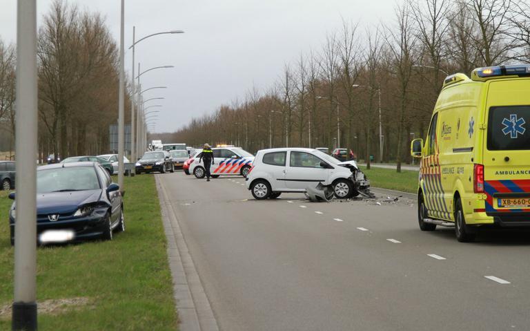Minstens drie autos betrokken bij ongeval op N355: lange file bij Leeuwarden het gevolg.