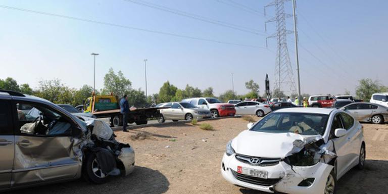 Grote kettingbotsing in Abu Dhabi door nevel