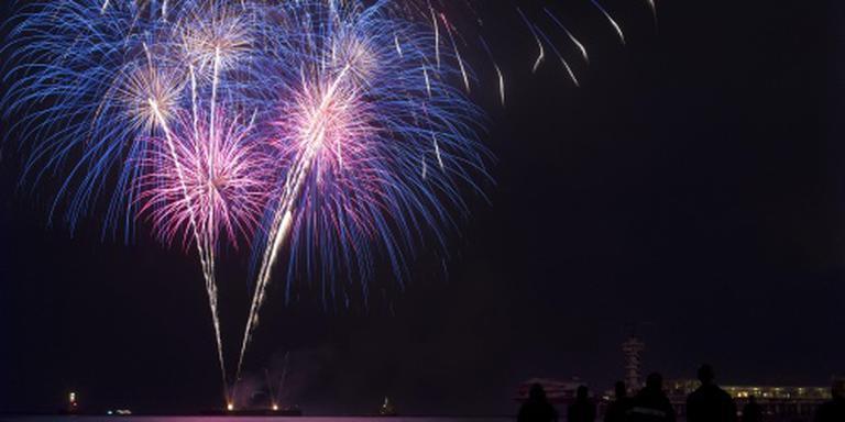 Tienduizenden kijkers vuurwerk Scheveningen