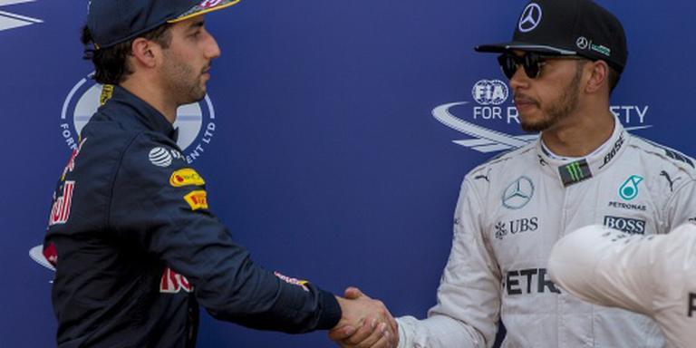 Hamilton dankt God, Ricciardo vloekt