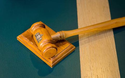 Officier eist werkstraf vanwege valse aangifte en oplichting verzekeraar door man uit Leeuwarden