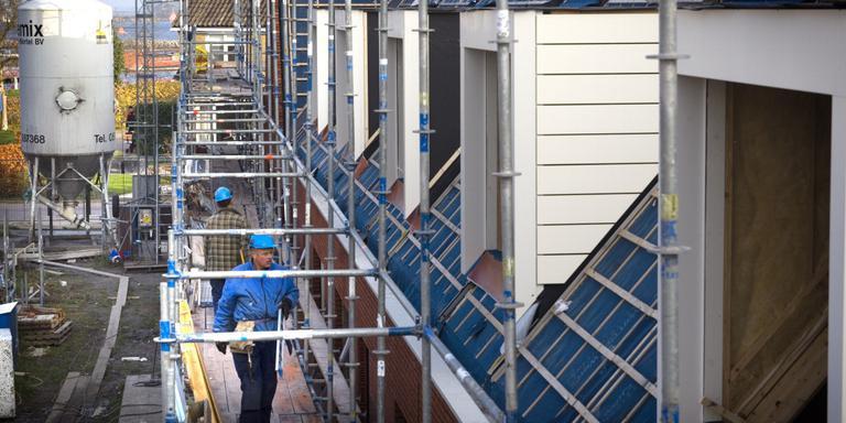 Werklui aan de slag met nieuwe woningen voor Elkien. FOTO ARCHIEF LC