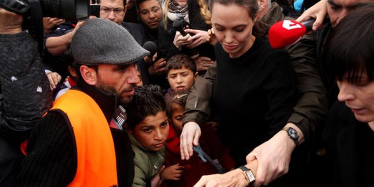Angelina Jolie bezoekt vluchtelingen Athene