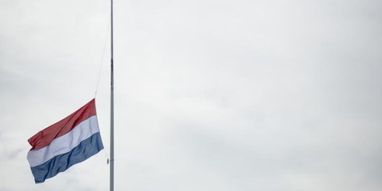 Vlag halfstok bij herdenking val Srebrenica