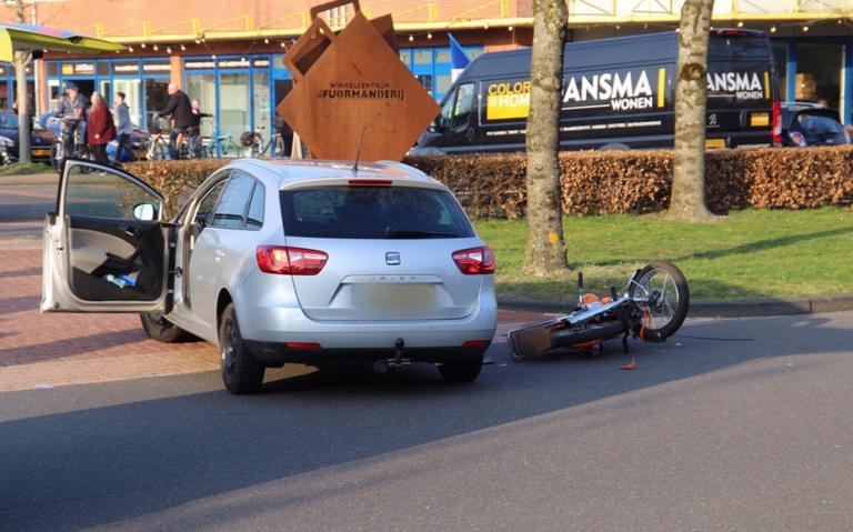 Bromfietser zwaargewond bij botsing in Hurdegaryp.