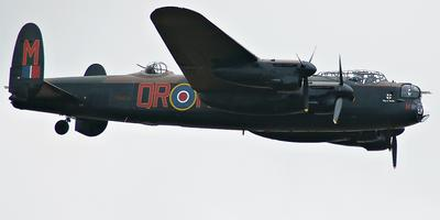 De Royal Air Force Avro Lancaster B I PA474 tijdens de Battle of Britain Memorial Flight.