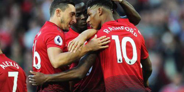 Manchester United start met benauwde zege