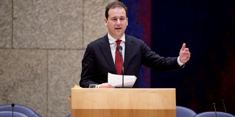 Minister: strenger tegen discriminatie