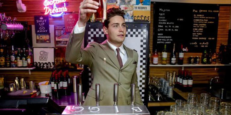 Douwe Bob opent zijn eigen bar in Stockholm