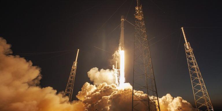 SpaceX laat raket landen op zeeplatform