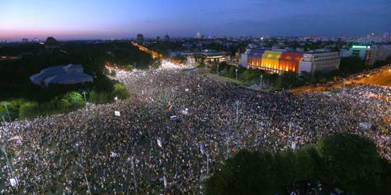 Tienduizenden betogen tegen regering Roemenië