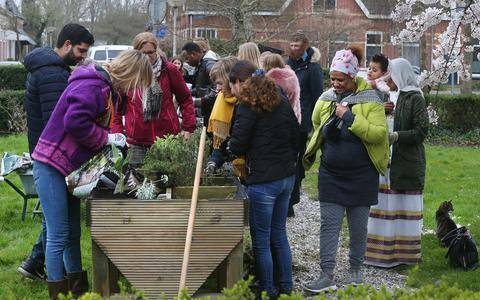 Studenten zetten zich in voor kwetsbaren en beplanten bakken