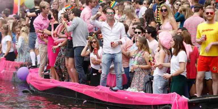 Amsterdamse grachten toneel van botenparade