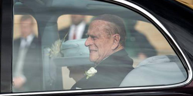 Prins Philip levert rijbewijs in