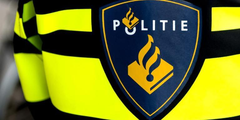 De politie heeft vrijdagavond aan de Boksdoornstraat in Leeuwarden een 44-jarige vrouw aangehouden.