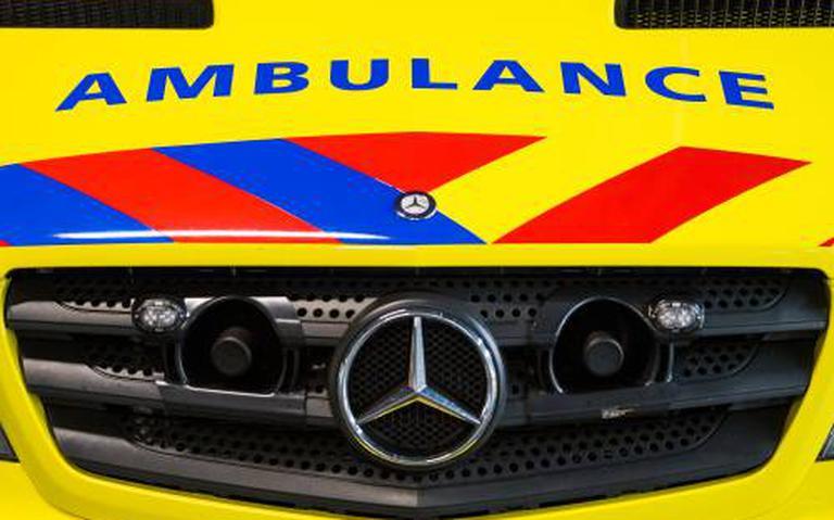 Vrouw uit Broeksterwâld raakt gewond bij botsing in Leeuwarden.