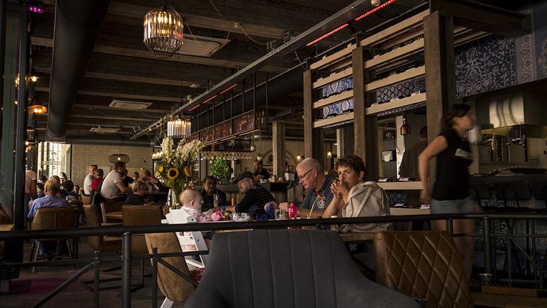 Grand Café Z in Leeuwarden: 'een aanwinst voor het centrum'.