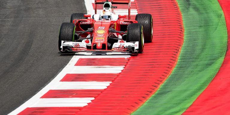 Koploper Vettel valt uit met klapband