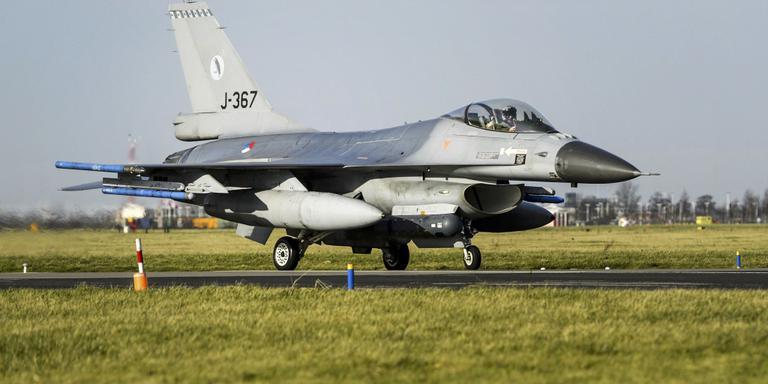 In beeld: F-16 tussen de Boeings