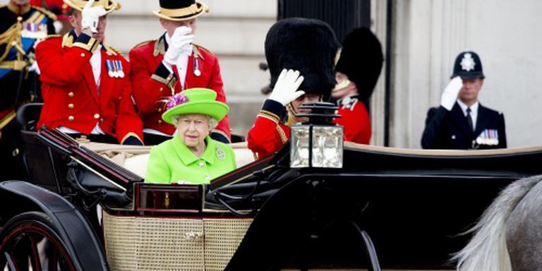 Britse koningin bij militaire troepenparade
