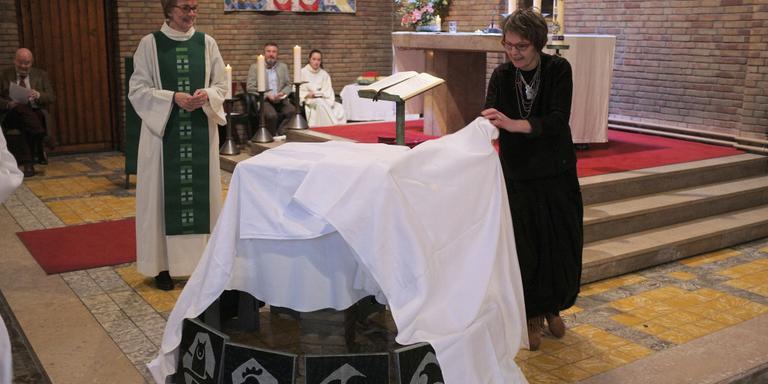Zegen over kunstwerk voor parochie in Burgum