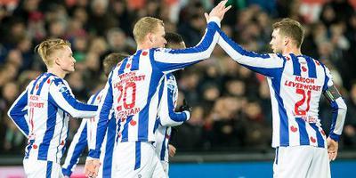Van den Berg en Veerman vieren de 0-1 tegen Feyenoord.
