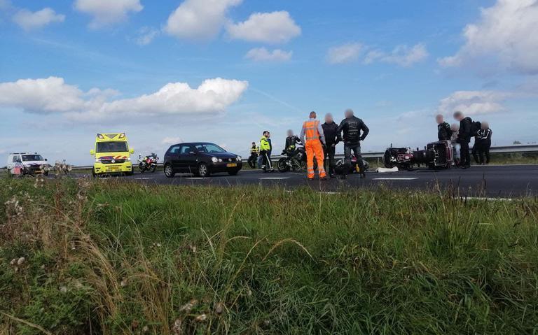 Motorrijder naar ziekenhuis na botsing op Sintrale As bij De Falom.