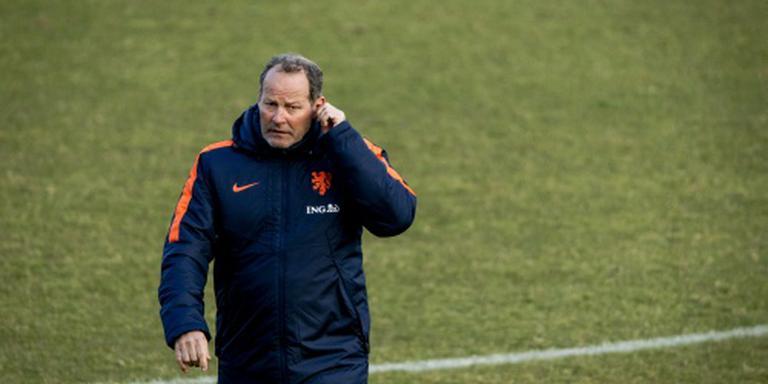 Oranje met negen man op het veld