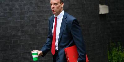 Brexit-minister Raab maant tot rust