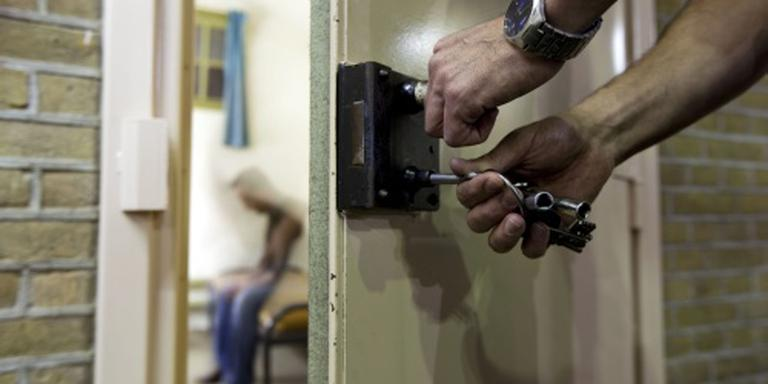 Crimineel na 40 jr verblijfsvergunning kwijt