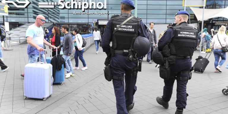 Marechaussee vindt wapen in auto bij Schiphol