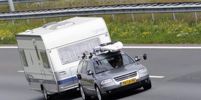 ANWB raadt reizen met caravan maandag af