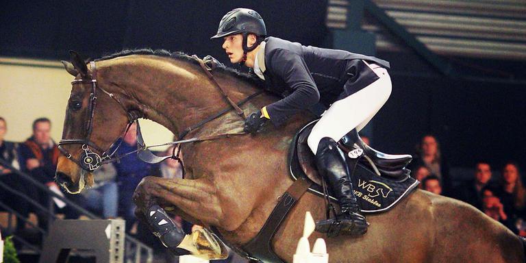 Kevin Beerse in actie met zijn paard Camelot. FOTO JACOB MELISSEN
