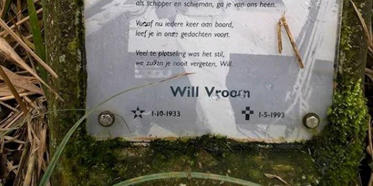 Het onbekende gedenkteken voor de overleden zeiler Will Vroom dook op bij graafwerkzaamheden.