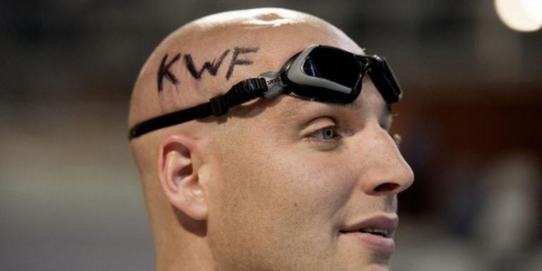Van der Weijden zwemt marathon voor KWF