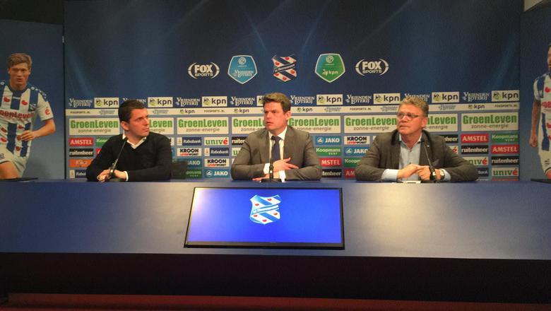 Luuc Eisenga in het midden met links van hem persvoorlichter Erik Kofman en rechts Jorrit Jorritsma, voorzitter van de Raad van Commissarissen.