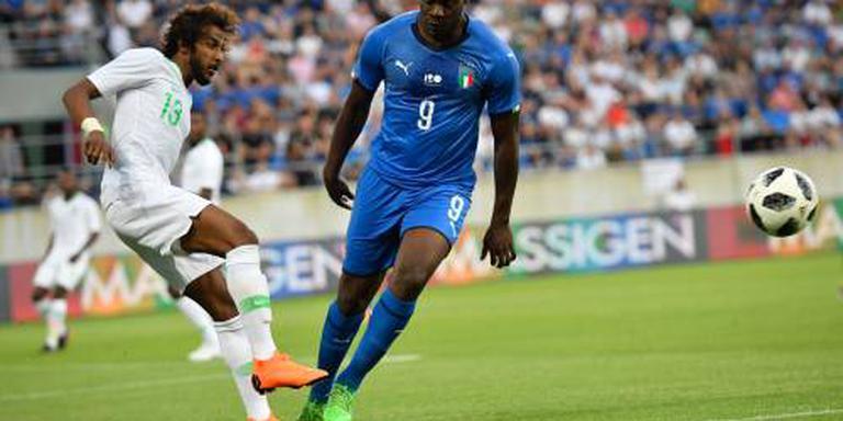 Balotelli scoort bij rentree voor Italië