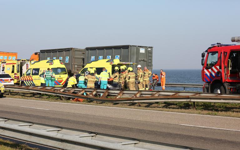 Zwaar ongeval op Afsluitdijk: weg richting Friesland afgesloten.
