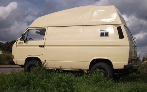 Leeuwarden krijgt 494 meldingen over campers en karren die te lang langs de weg staan geparkeerd